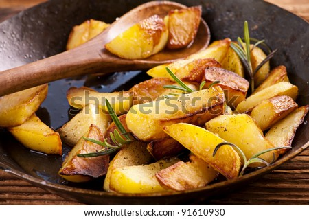fried potato wth rosmarin