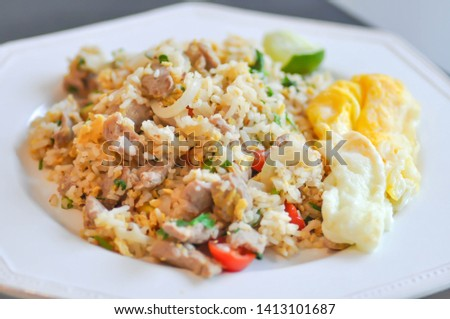 fried rice or stir-fried rice with fried egg