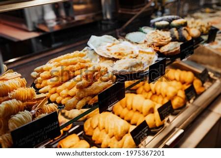 Fried snack in Mercado De San Miguel, Madrid Foto stock ©