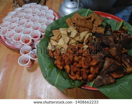 fried tempeh, fried tofu, fried shrimp, and fried fish are foods from Indonesia