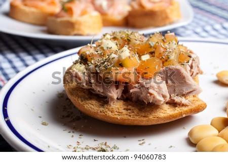 Frisella with tuna and tomato