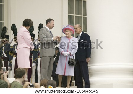 From left to right Virginia First Lady Anne Holton, Governor Timothy M. Kaine, Her Majesty Queen Elizabeth II and Prince Philip standing at the steps of the Virginia State Capitol Virginia May 3, 2007