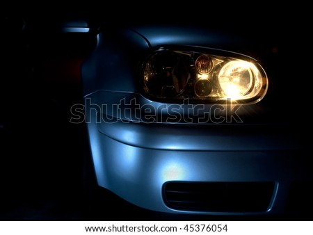 Front end and light of a blue car
