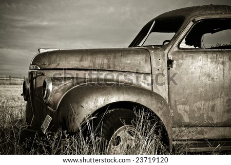 Front end of an old rusty 1940's truck