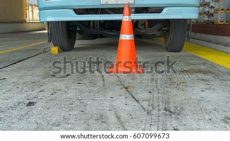 Front truck with wheels stopper, No movement car with traffic cone during goods loading #607099673