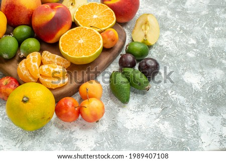front view different fruits composition sliced and whole fresh fruits on white background fruit mellow ripe vitamine tree color Foto stock ©