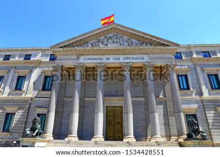 Front view of Palacio de las Cortes or Congreso de los Diputados (Congress of Deputies) building in Madrid, Spain Foto stock ©