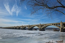 Frozen Susquehanna River in PA, USA. It is the longest river on the East Coast of the United States that drains into the Atlantic Ocean, via the Chesapeake Bay. Ice jams are a major flood threat.