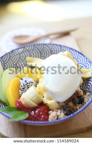Fruit with vanilla ice cream