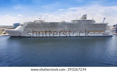Ft lauderdale fl july 10 2011 royal caribbean 39 s - Allure of the seas fort lauderdale port address ...