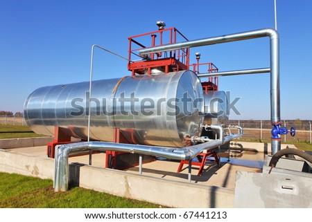 Fuel storage cistern