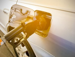 Fuel tank fillup / Selective focus