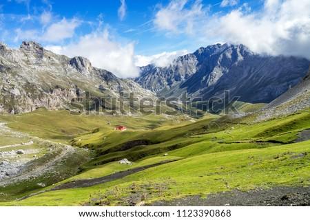 Fuente De in the in mountains of Picos de Europa, Cantabria, Spain Stockfoto ©