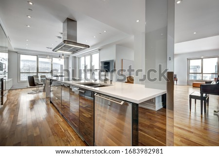 Full set of apartment penthouse in condominium in downtown Montreal Canada with winter city views Foto stock ©