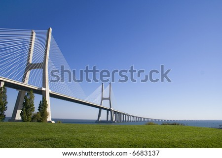 """full view of """"Vasco da Gama"""" bridge architecture"""