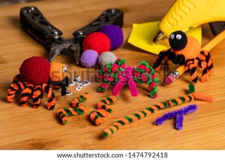 Fun Halloween Crafts.  Spiders made of pom poms and pipe cleaners.  Attach to pencils.  Family and kids crafts for fun together.