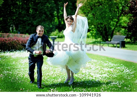 funny groom and bride jumping