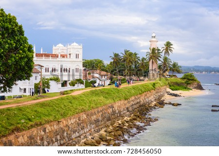 Galle Fort, Sri Lanka. View on the walls, lightower and the mosque of sea fortress in Galle (Galle Fort) in south of Sri Lanka. Foto stock ©