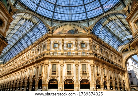 Galleria Vittorio Emanuele II is Italy's oldest active shopping mall and a major landmark of Milan, Italy. Foto d'archivio ©