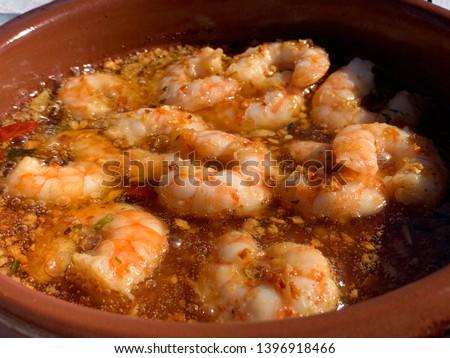 gambas pil pil traditional spanish dish, close up macro shot. also known as shrimp pil-pil, or gambas al pilpil Foto d'archivio ©