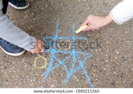 Game tic tac toe on asphalt Foto stock ©