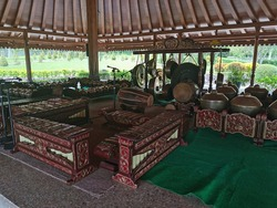 Gamelan traditional instrument of indonesia  Gamelan is the traditional ensemble music of Javanese, Sundanese, and Balinese in Indonesia, made up predominantly of percussive instruments.