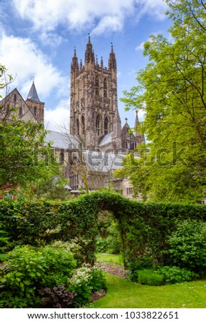 Garden at Canterbury Cathedral, one of the oldest and most famous Christian structures in England.  Canterbury, Kent Southern England, UK. UNESCO World Heritage Site