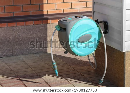 Garden Retractable Hose Reel with Sprinkler or Sprayer. Wall Mounted Retractable Hose Reel with Auto Rewind. Garden Watering, Car Washing. Wall Mounted Retractable Hose Reel With Slow Return System.