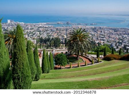 garden terraces at Bahai Gardens around the Shrine of the Báb on Mount Carmel in Haifa, Israel Stock fotó ©