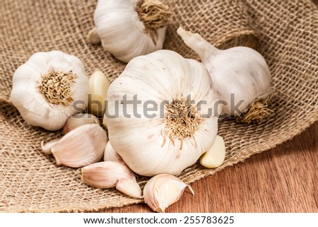 garlic bulbs with garlic cloves