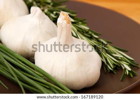 Garlic with rosemary and chives
