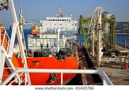 gas-carrier for loading operation in the port