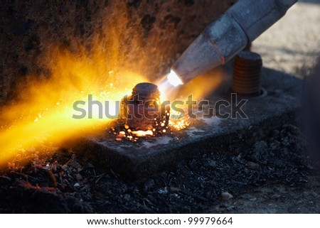 Gas cutting of metal structures at construction site