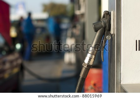 Gas dispenser for refuel natural gas and methane