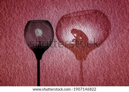 Gaslight with silhouette of woman in shadow cast by the lamp on wall, Gaslighting concept illustration Photo stock ©