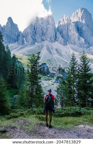 Geisler Alm, Dolomites Italy, hiking in the mountains of Val Di Funes in Italian Dolomites,Nature Park Geisler-Puez with Geisler Alm in South Tyrol. Italy Europe, woman hiking in moutains summer Stok fotoğraf ©