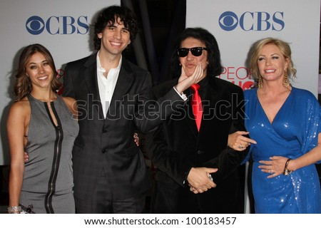 and Shannon Tweed and family at the 2012 People's Choice Awards