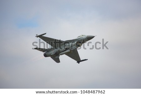 General Dynamics F16 Fighter #1048487962