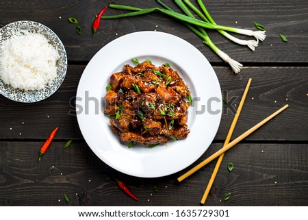 General Tso's Chicken plate with rice top view. General Tso's chicken (also tsao or tao) is a popular chinese restaurant food with deep-fried crispy chicken covered in a tasty sweet and spicy sauce. Stock fotó ©