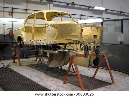 General view of a painting section of a vintage cars restoration bay.