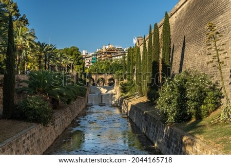 General view of the Sa Riera Torrent in the historic center of Palma de Mallorca at sunset Foto stock ©