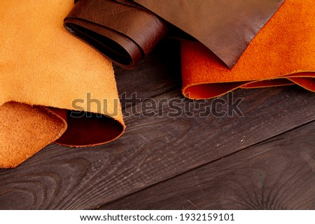 Genuine leather in rolls background. The fabric is artificial eco-leather. Upholstery material for furniture upholstery. Foto stock ©
