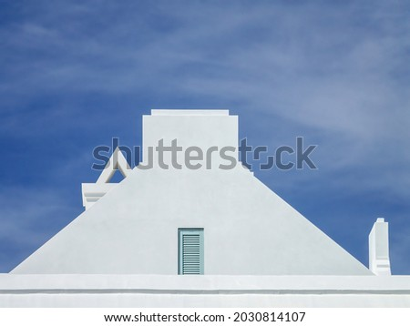 Geometric top of bright upscale concrete house with three chimneys in the minimalist architectural style of New Urbanism in a beach town on a sunny morning along the Gulf Coast of Florida Stockfoto ©