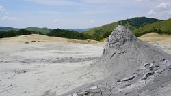 Geothermal area modeled by a mud volcano