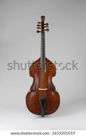 German Chordophone-Bowed Bass Viola da Gamba, Musical Instruments Foto d'archivio ©
