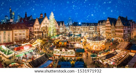 German Christmas market at the Römer square in Frankfurt am Main Foto d'archivio ©