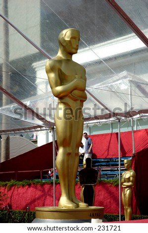 Giant Oscar statue at the entrace of the red carpet.