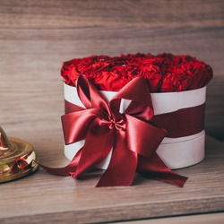 Gift - bouquet of red roses