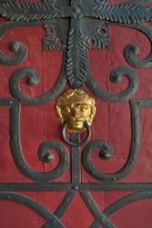 Gilded lion head door knocker, old door with iron mountings, Görlitz, Oberlausitz, Saxony, Germany