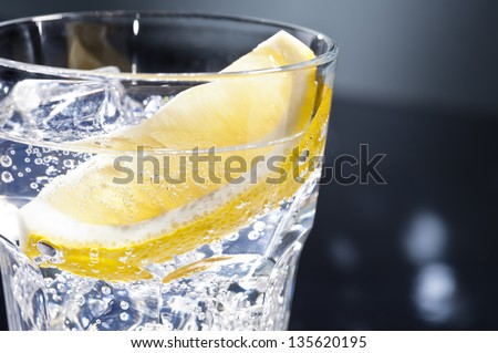 Gin Tonic Tom Collins on the dance floor